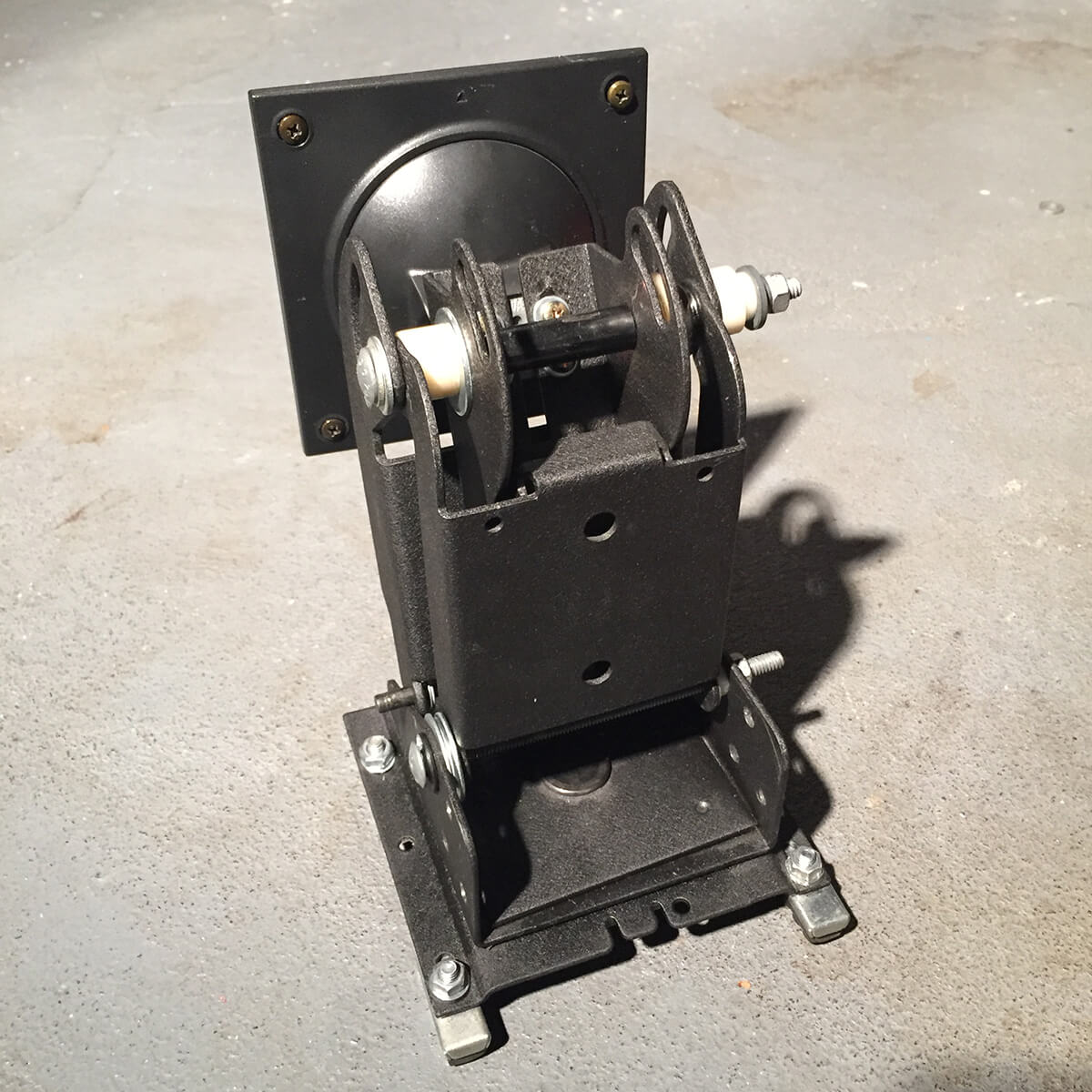 tv-monitor-mount-4